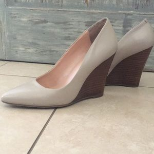 Sole Society nude wedge pumps